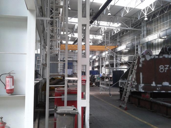 Malířské práce v průmyslových halách a komerčních centrech