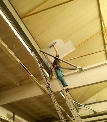 Speciální úklidové práce v halách